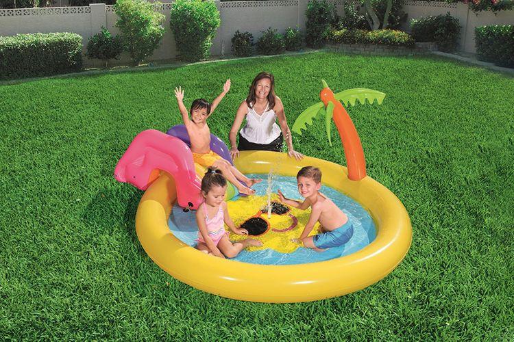 Opblaasbaar zwembad met glijbaan en fonteintje