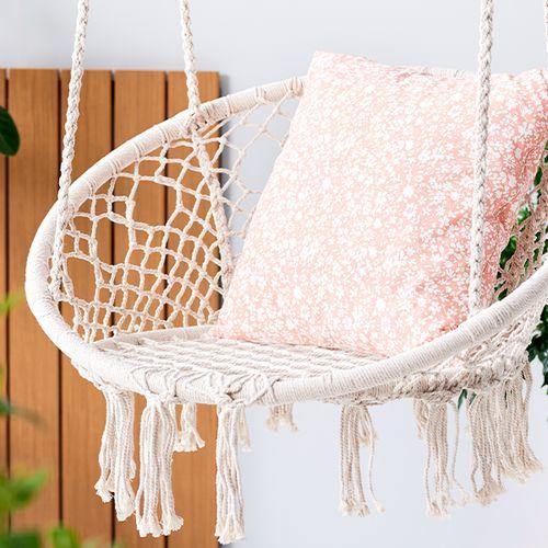 Witte, comfortabele hangstoel voor buiten