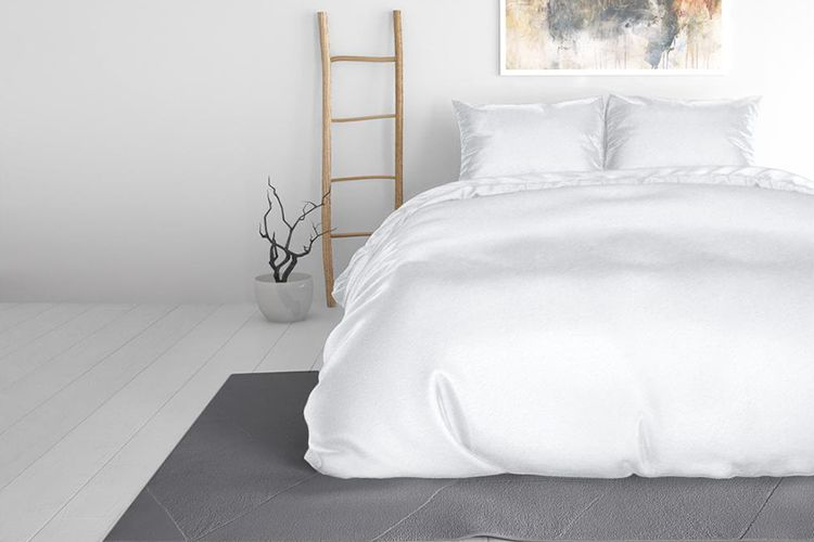 Wit satijnen dekbedovertrek (200 x 220 cm)