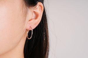 3 paires de boucles d'oreilles de couleur argentée