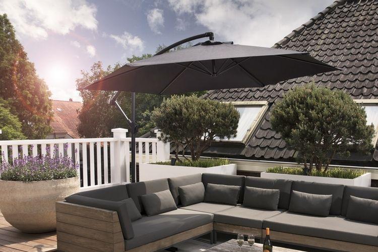 Zwarte zweefparasol van 909 Outdoor (� 300cm)