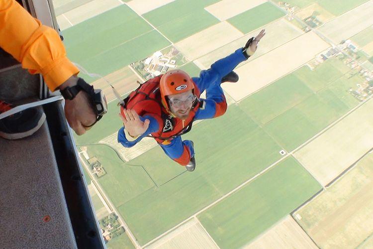 Zelfstandig parachutespringen boven Texel