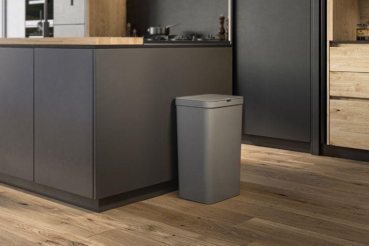 Grijze prullenbak met sensor van Stangvollby (50 Liter)