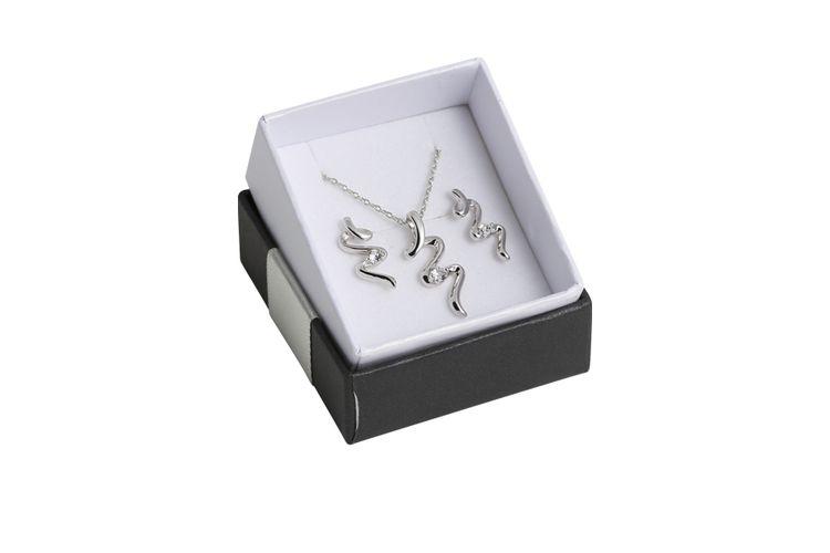 Juwelenset: oorbellen en ketting met Swarovski-elementen
