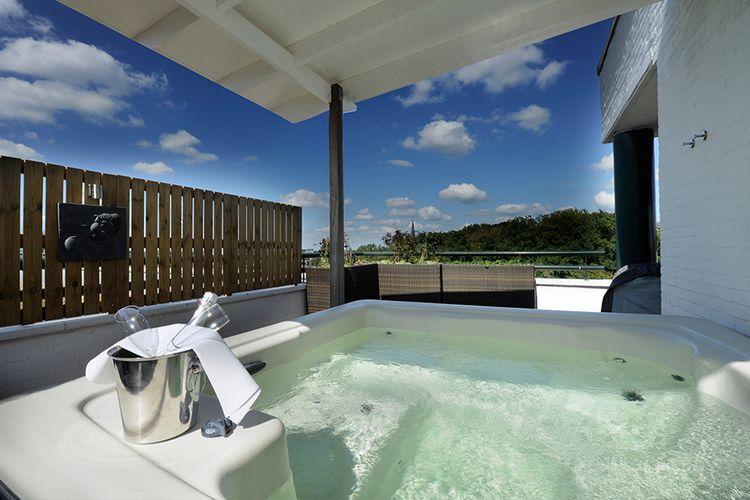 Suite Jacuzzi Rooftop Suite Met Xl Jacuzzi Bij Van Der