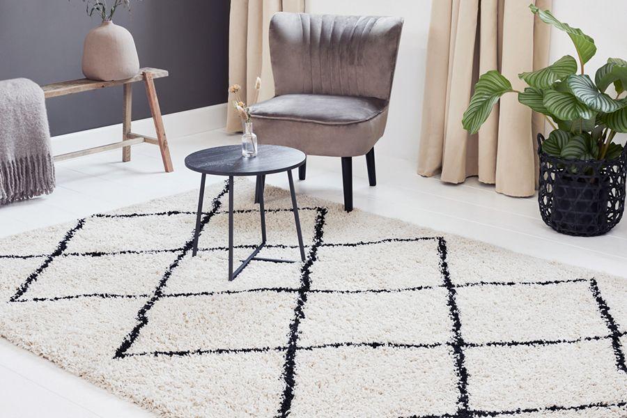 Hoogpolig vloerkleed met ruiten (133 x 200 cm)