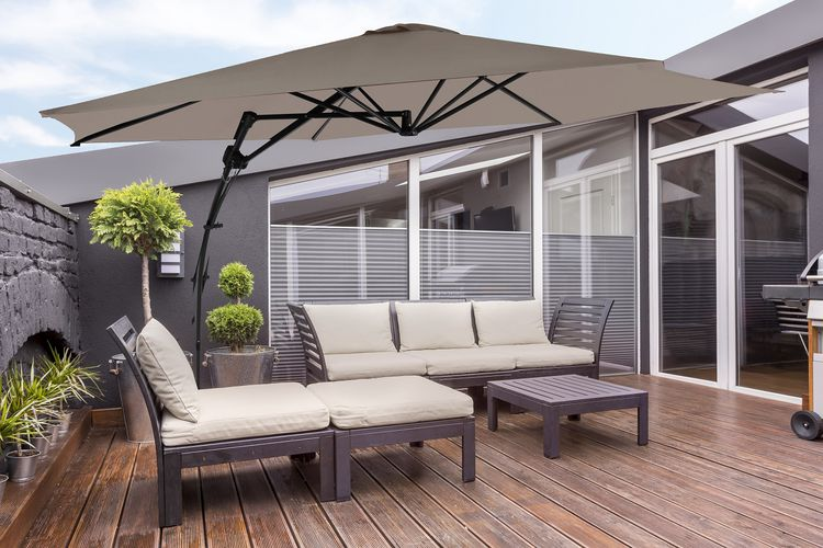 Taupe zweefparasol van Feel Furniture (Ø 300cm)