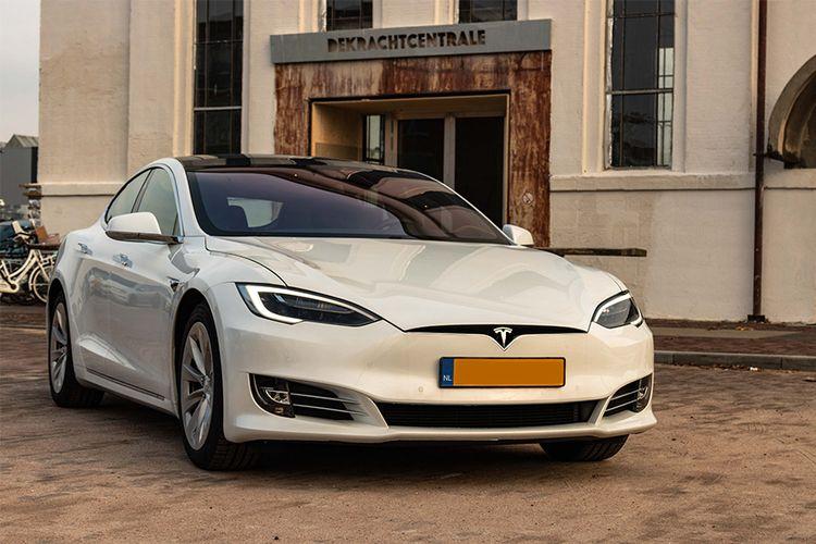 Unieke ervaring: rijden in een Tesla Model S (1 p.)